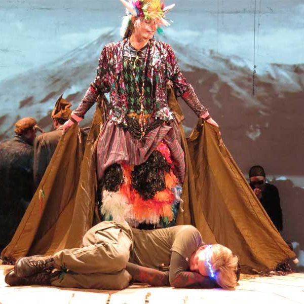Nicole als Zauberkuh Barmayeh in ZAHHAK